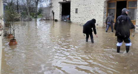 Flooding keeps south west France on alert