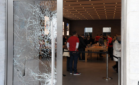 Police arrest smash and grab 'Apple store' gang