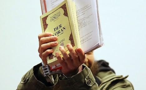 Security staff struggle to track Islamists
