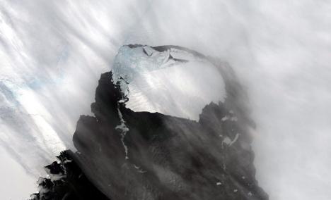 Scientists: Antarctic ice melt 'top threat'