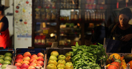 Crisis-hit Italians survive on out of date food