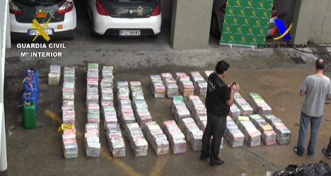 Cops seize 900kg of cocaine in floating bags