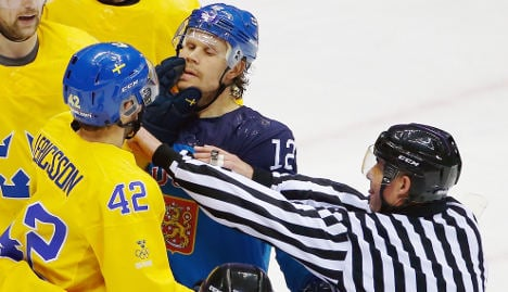 Sweden's men reach ice hockey final in Sochi