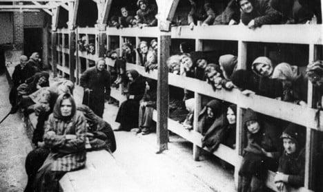 Police arrest 'former Auschwitz SS guards'
