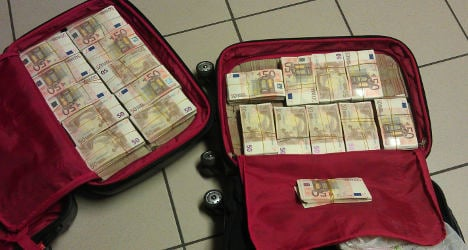 Bus passenger found with €1m in suitcase
