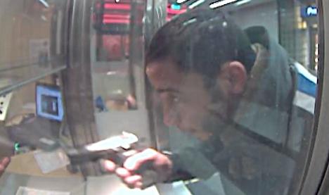 Police issue pics of gun-slinging metro freerider