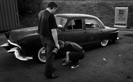 Car-buying men outrun women on wheels