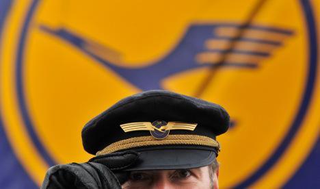 Lufthansa profits fall by 75 percent