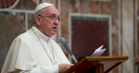 Pope meets mob victims as church shuns dons