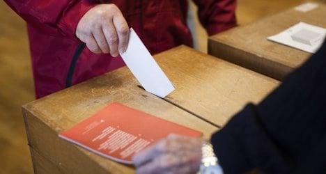 Voters back Swiss minimum wage bid: poll