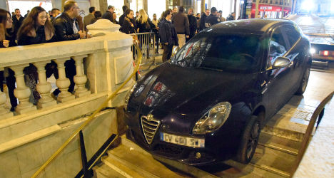 Driver takes wrong turn into Paris Metro station