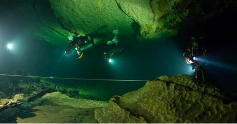 Daring divers bring up bodies from Plura caves