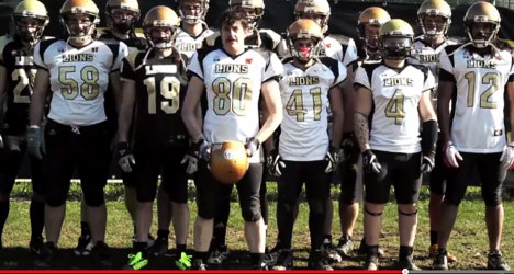 VIDEO: American football team goes gay for a day