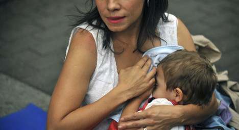 Spanish mums too underfed to breastfeed