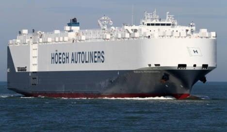 Norway ship reaches Malaysia Air 'crash site'