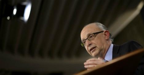 Spain barely misses 2013 deficit target