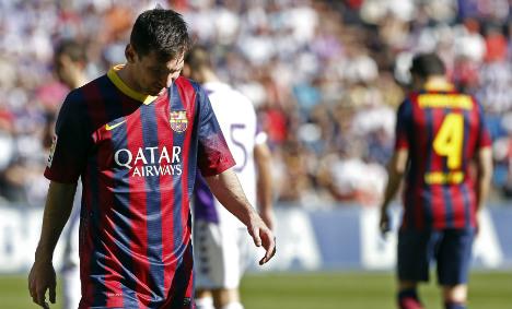 Barcelona suffer shock defeat, Atletico go top