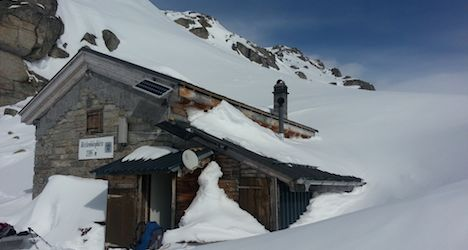 Avalanche victim dies after night in Alpine igloo