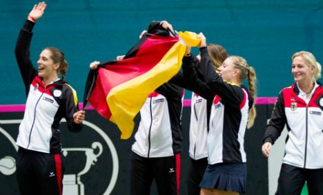 Tennis aces close in on Fed Cup final