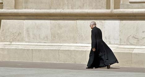 Fake priest wanted to 'save Spain': Lawyer