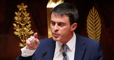 French PM aims to quell revolt ahead of key vote