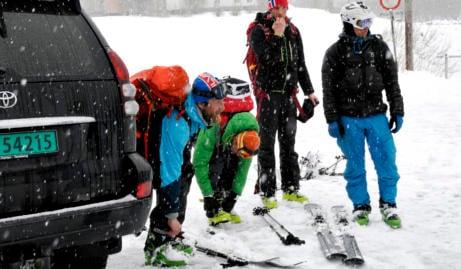 Chance of saving missing skiers 'minimal'