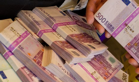 Elderly man taped €200,000 to his genitals