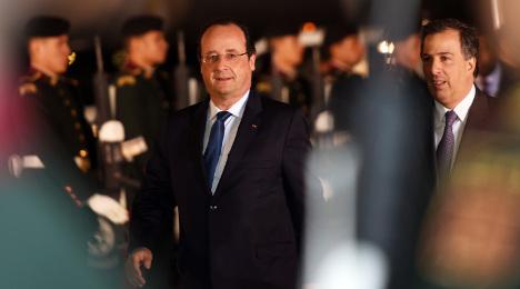 Trierweiler tweet spices up Hollande's Mexico trip
