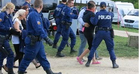 Police remove caravan-dwellers from Bern field