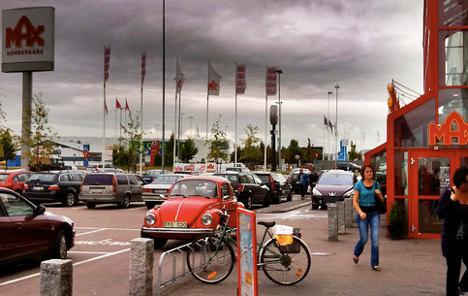 Swedish fast-food chain 'denies Roma men coffee'