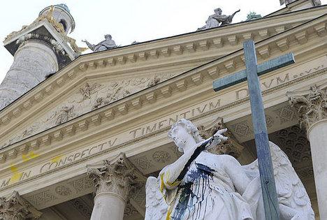 Graffiti clean-up costs Karlskirche 13,000 euros