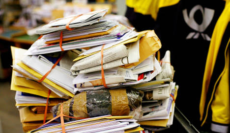Postwoman jailed for throwing 800 letters away