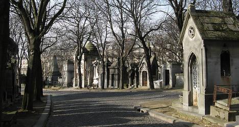 Tourists find murder victim in Père Lachaise