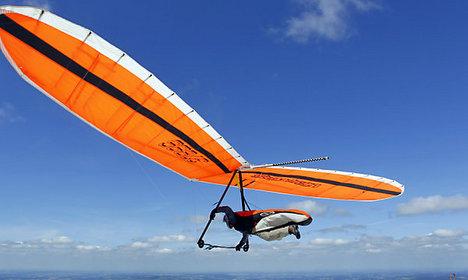 Hang glider pilots die after collision