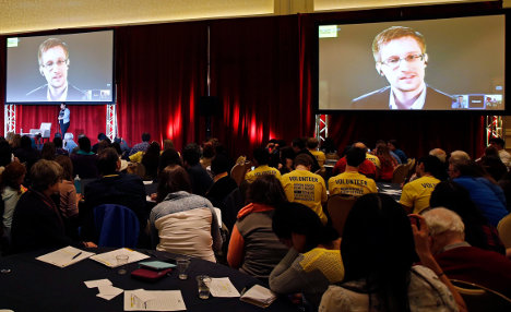 German MPs vote to quiz Snowden in Moscow