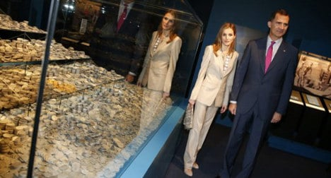 Spain's new king shows off silver treasure