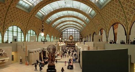 Artist exposes genitals in Paris museum stunt