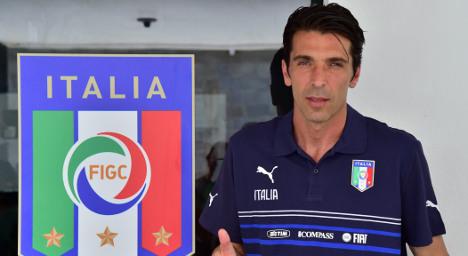 Fifteen fans welcome Italian team home