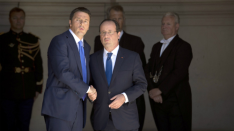 Centre-left leaders back Juncker after Paris meet