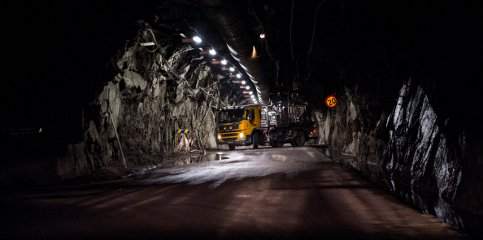 Ten miners trapped in burning mine