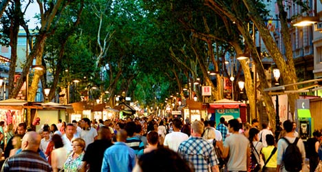Foreign tourists flock to Spain in record numbers