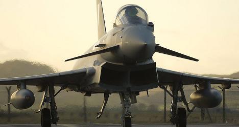 Spanish fighter jet explodes killing pilot