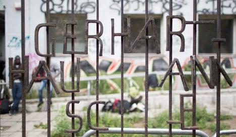 Last refugees hang on in Berlin school