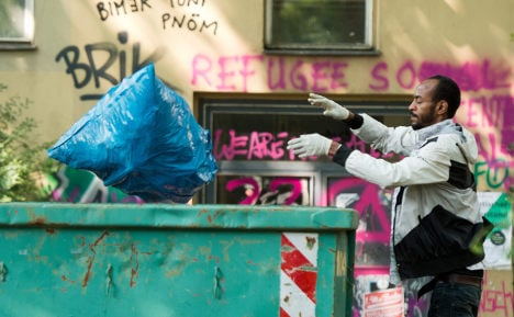 Police clear refugees from Berlin school