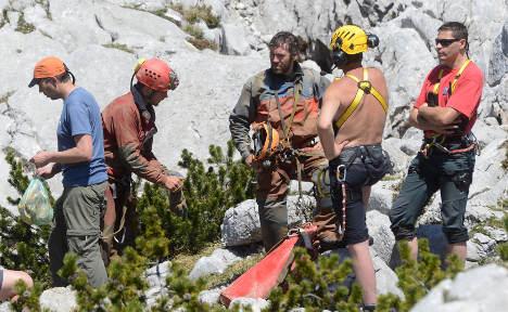 Doctors reach injured explorer in Alps cave