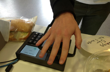 Swede plots end of cash with palm payments