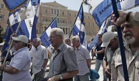 Greeks demand cash for Nazi crimes