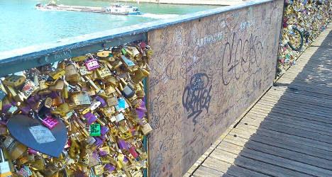 Paris: 'Love locks' cause bridge railing to collapse