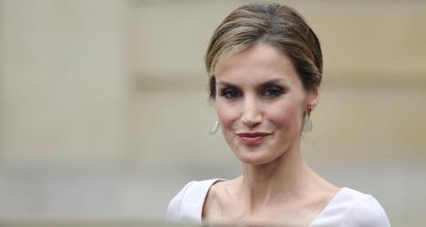Queen's selfie shows new side of royals