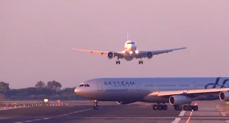 VIDEO: Landing aborted in Barcelona 'near miss'